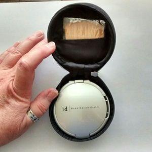 Bare Essentials Silver Refillable Compact w/Case